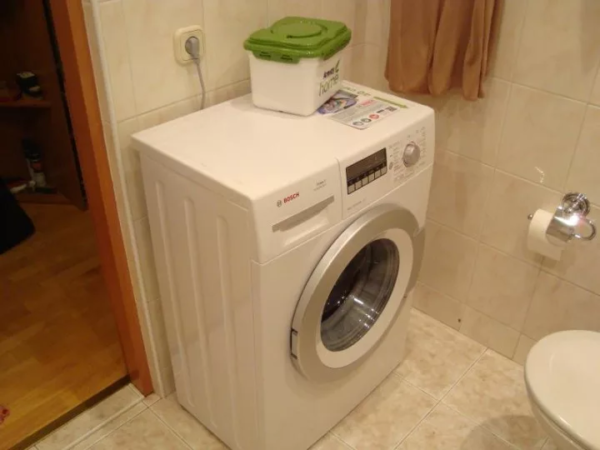 Розетку располагают рядом со стиральной машиной