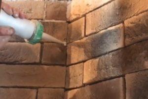 Шаг 9 – герметизация швов между плитками