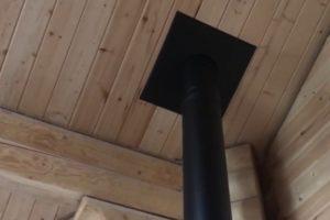 Шаг 11 – декоративная разделка входа дымохода в перекрытие
