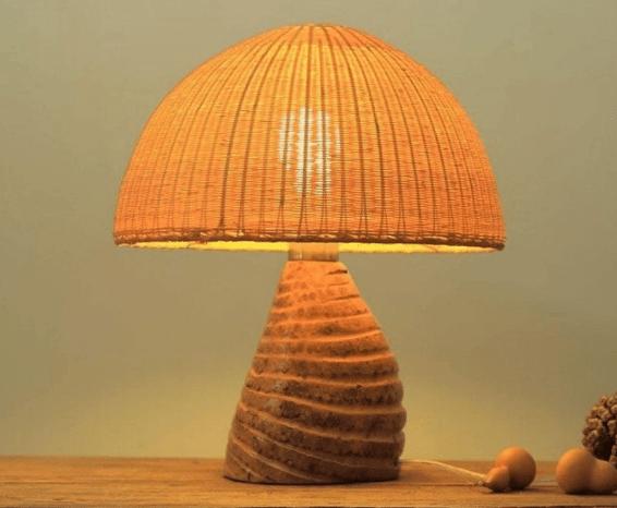 Светильник с плетеным абажуром