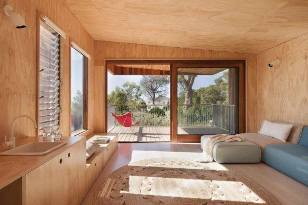 Фанера прекрасно подходит для внутреннего дизайна каркасного дома