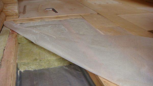 Два слоя плитной минваты под фанерный черновой пол