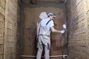 Шаг 1 – Обработка стен грунтовкой