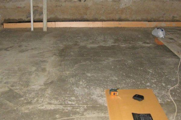 В заглубляемых помещениях всегда бетонированный пол