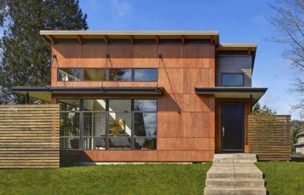 В современном строительстве дерево чаще имитируется – это панели из высокопрочного пластика