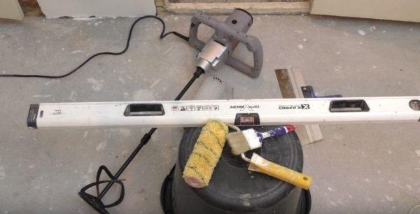 Инструменты и емкость для замеса