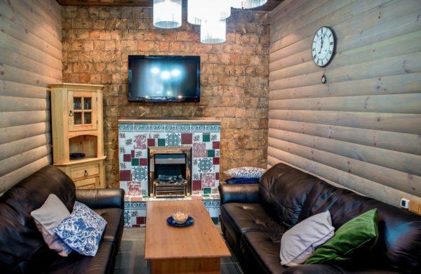 Блок-хаус может применяться как для фасада, так и для интерьера