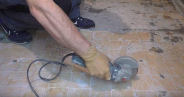 Для усиления прочности сцепления можно сделать насечки болгаркой