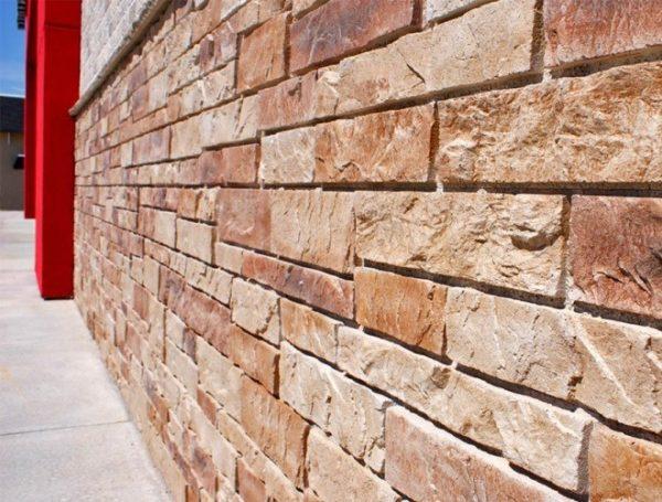 Фиброцементные панели выглядят как натуральный камень