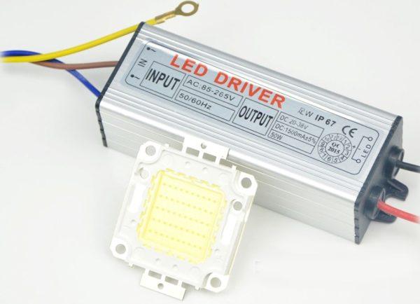 LED-драйвер обеспечивает стабилизацию тока, проходящего через прибор