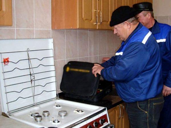 Доверить подключение нового приобретенного оборудования можно представителям газовой службы. Это является самым лучшим и безопасным вариантом