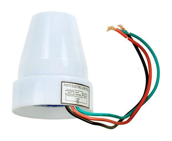 Один из самых распространенных типоразмеров датчика освещения.