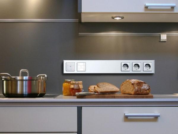 Расположение над кухонной столешницей