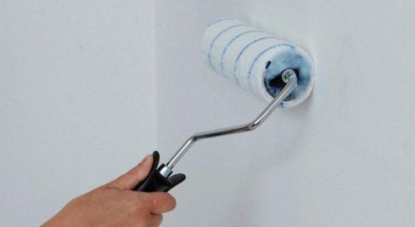 Грунтовка скрывает мелкие неровности стен
