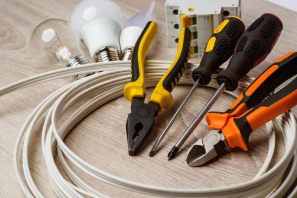 Как сделать разветвление одного провода на 3 отдельно висящих светильника