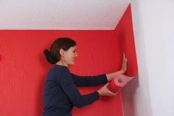 Полотна имеют широкий спектр цветов, от пастельных до ярких красных тонов