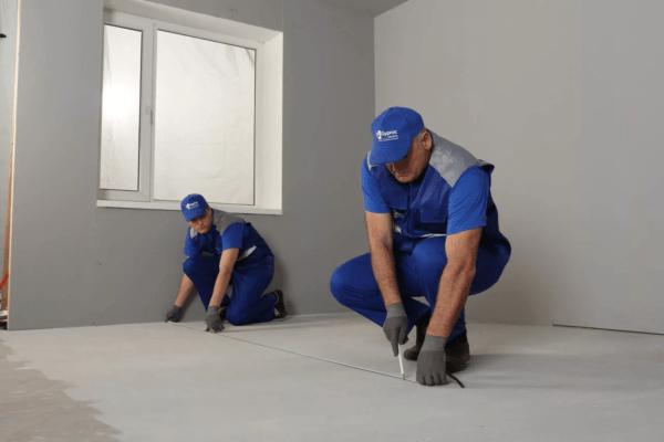 Необходимо максимально удобно расположить проем, чтобы с обеих сторон возле стенки можно было расположить мебель