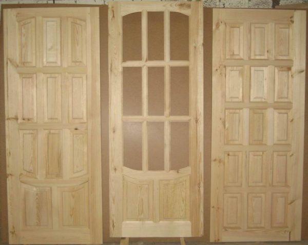 Филенчатые двери устойчивы к негативным факторам, подходят для жилых помещений, санузлов, кухонь или ванных
