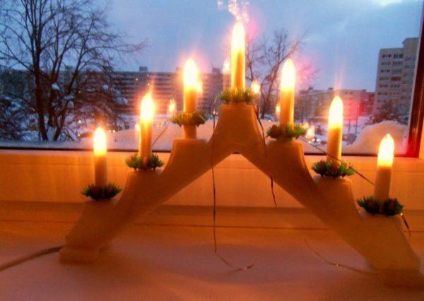 Свечи на подоконнике нормализуют циркуляцию воздуха