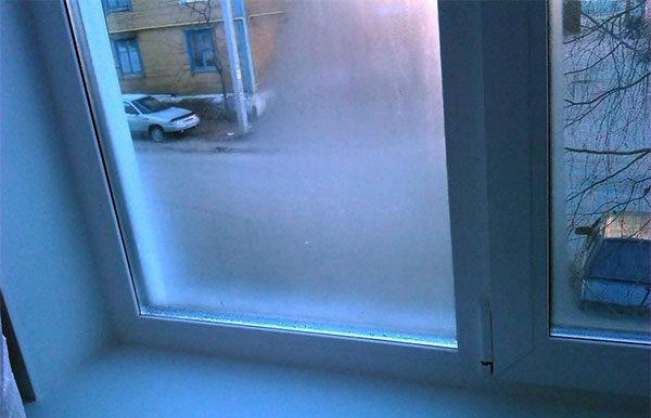 Запотевшее изнутри окно