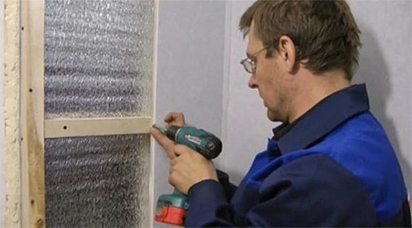 Под обрешетку можно проложить теплоизоляцию