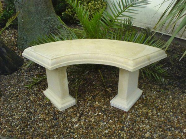 Садовая скамейка изогнутой формы