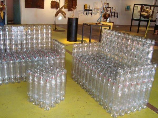 Оригинальная скамейка из пластиковых бутылок