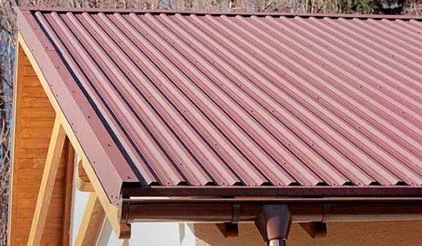 Торцевые планки — один из доборных элементов металлочерепичной крыши