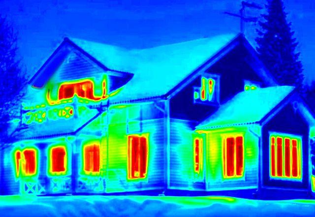 Если предоставляете такая возможность – полезно будет исследовать свой дом на утечки тепла тепловизором.