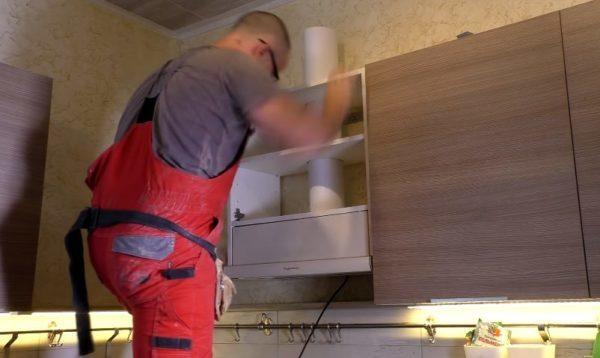 Навешивание шкафчика
