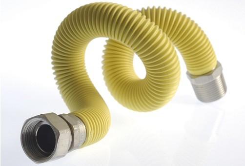 Сильфонный гофрированный шланг. Растягивая можно увеличить его начальную длину более чем в 1,5 раза. Материал устойчив и к критическим механическим нагрузкам, и к воздействию открытого огня. Средний период эксплуатации такого шланга составляет 15 лет